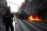 Помимо Парижа, акции протеста состоялись и в других городах, в том числе в Лионе, Бордо, Марселе и Гренобле. В последнем, по данным СМИ, арестовали местного лидера «желтых жилетов».  <br><br> Демонстрации поменьше прошли и в соседних с Францией странах. «Желтые жилеты» протестовали в столице Бельгии Брюсселе, недалеко от Европейского парламента. Там произошли столкновения с полицейскими, задержаны, по разным данным, от 70 до 100 человек. Около сотни протестующих собрались и возле здания парламента в нидерландской Гааге.