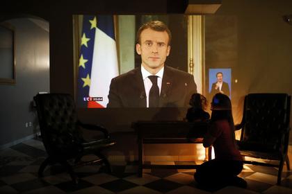 Во Франции объявили чрезвычайное положение