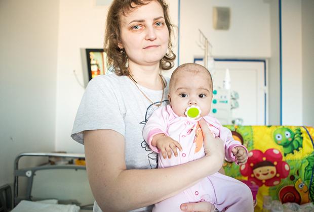 Даша с мамой в больнице
