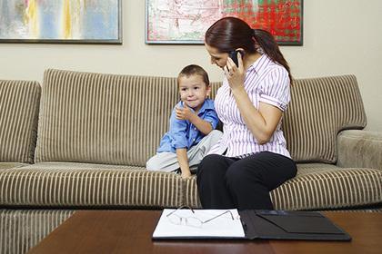 Блогер раскритиковала работающих матерей и стала изгоем