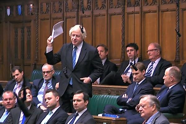 Бывший министр иностранных дел Великобритании Борис Джонсон во время парламентских дебатов по Brexit