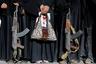 Вооруженные женщины принимают участие в митинге в поддержку движения хуситов в Сане, Йемен.