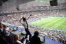 Президент Франции Эммануэль Макрон радуется победе национальной команды на чемпионате мира по футболу.