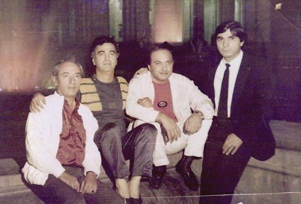 Захарий Калашов (Шакро Молодой) — крайний справа. 1989 год, Ереван
