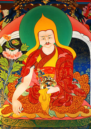 Далай-лама V первым сконцентрировал в руках не только духовную, но и светскую власть над страной, чем тут же воспользовался и построил дворец Потала.