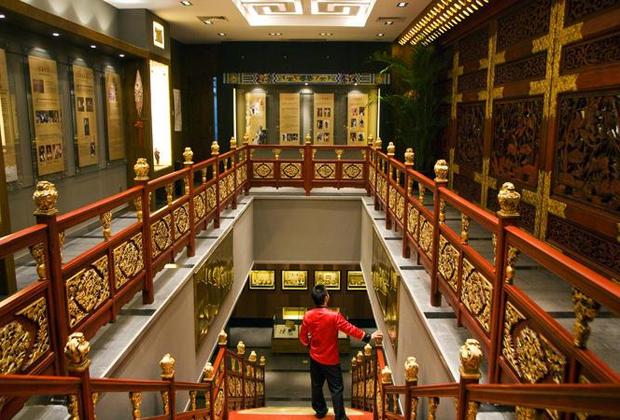 Для сохранения дворца число посетителей ограничено числом 1 600 человек. Регулярно квоту выбирают уже к полудню. До ее введения в пиковые дни число посетителей превышало 5 000 человек.