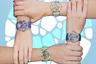 Романтичный подарок для девочки-подростка или юной девушки: серебряные часы с самым грациозным и свободолюбивым из домашних животных на циферблате. Кошки изображены в технике перегородчатой эмали plique-a-jour.