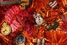 Французская компания производит бижутерию в старинной технике галуна (вышивки золотной нитью). Сюжеты новой коллекции — самые новогодние, напоминают о Рождестве в Париже: Эйфелева башня, фонари, часы, шампанское.