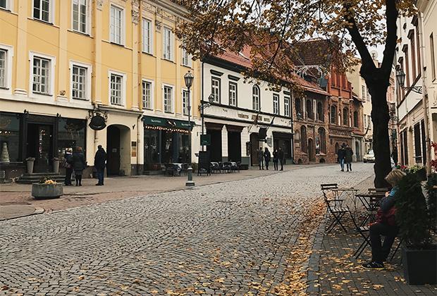 Вильнюсский Арбат, где, как и в Москве, самая высокая концентрация туристов и артистов-попрошаек