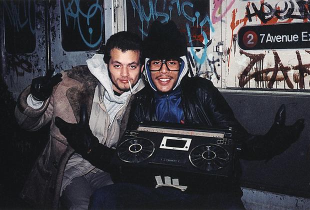 Работу над серией о пассажирах нью-йоркского метро Шабазз, уроженец Бруклина, начал в ранних 1980-х. Подземка «Большого яблока» — единственное место в городе, где, как в одном котле, смешались разные национальности, социальные статусы и культуры.