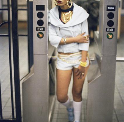 В фотографиях Шабазза запечатлена история Нью-Йорка на протяжении нескольких десятилетий. По его снимкам можно проследить, как менялись мода и настроения местных жителей.