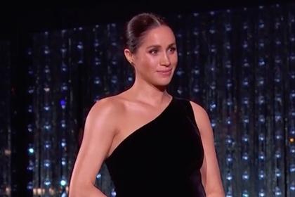 Меган Маркл захотели выгнать из королевской семьи из-за откровенного платья