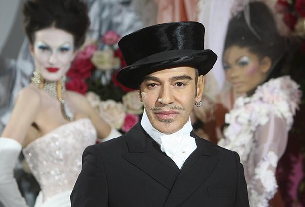 Гальяно в финале показа Dior Haute Couture сезона весна-лето 2010