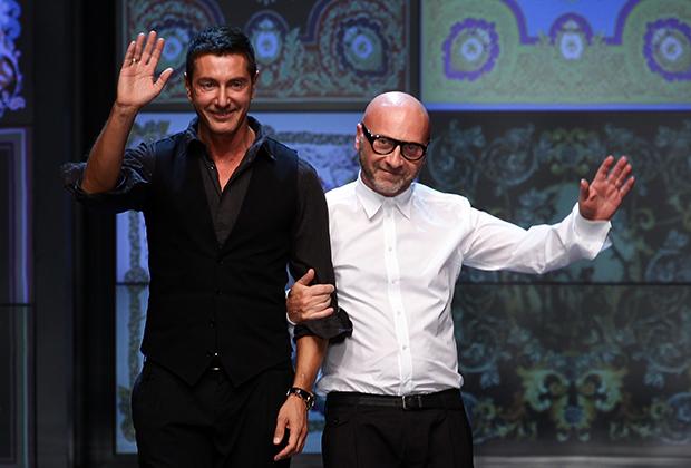 Дольче (справа) и Габбана (слева) в финале последнего показа бренда D&G, 2011 год