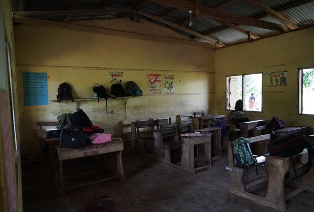 В большинстве ганских школ нет электричества и компьютеров. Тем не менее, уровень образования здесь достаточно высокий. Дети начинают посещать учебные заведения с ранних лет и уже к трем годам умеют читать и писать, а во взрослом возрасте в совершенстве говорят не только на родном диалекте, но и на английском языке.