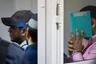 """9 августа Московский областной суд <a href=""""https://lenta.ru/news/2018/08/09/gtaverdict/"""" target=""""_blank"""">вынес приговор</a> по делу «банды GTA». Ее членов — выходцев из Средней Азии — обвиняли в серии убийств водителей на дорогах Москвы, Подмосковья и Калужской области.   <br> <br> Пожизненные сроки <a href=""""https://lenta.ru/articles/2018/08/09/gta/"""" target=""""_blank"""">получили</a> Хазратхон Додохонов, Шерджон Кодиров, Анвар Улугмурадов и Умар Хасанов. Зафарджона Гулямова приговорили к 20 годам колонии. Вначале на скамье подсудимых находились девять членов «банды GTA». 1 августа 2017года при попытке <a href=""""https://lenta.ru/articles/2017/10/31/gta/"""" target=""""_blank"""">побега</a> в здании Мособлсуда троих бандитов убили, один позже скончался в больнице. <br> <br> «<a href=""""https://lenta.ru/photo/2017/08/12/gta/"""" target=""""_blank"""">Банда GTA</a>» получила свое название из-за схожести действий ее участников и персонажей серии компьютерных игр Grand Theft Auto. С 2012 по 2014 год бандиты орудовали на трассах, грабили и убивали водителей. Их жертвами стали 17 человек. Члены «банды GTA» действовали по схожей схеме: пробивали колеса проезжавших машин с помощью самодельных шипов, а затем убивали водителей и забирали их имущество."""