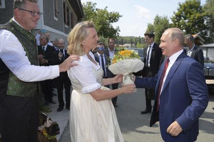 Глава МИД Австрии объяснила приглашение Путина на свадьбу