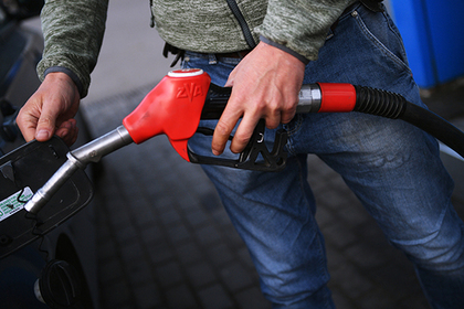 Путин объяснил рост цен на бензин в России и Франции