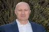 """Российским правоохранительным органам понадобилось три года, чтобы добиться <a href=""""https://lenta.ru/brief/2018/06/20/killer/"""" target=""""_blank"""">экстрадиции</a> на родину главного киллера страны. Аслан Гагиев, известный в криминальном мире как Джако, был выдан Австрией летом 2018 года, а поймали его на вокзале Вены с фальшивым болгарским паспортом в 2015 году.  <br> <br> Уже перед самым вылетом в Москву выяснилось, что Джако страдает тяжелой формой <a href=""""https://lenta.ru/news/2017/11/27/aerofob/"""" target=""""_blank"""">аэрофобии</a> (боязнью полетов), но эксперты установили, что он симулировал расстройство. По версии следствия, Гагиев в 90-х создал три банды, занимавшихся заказными убийствами, на их счету 60 жертв. Одна из них орудовала в Северной Осетии, вторая — в Москве и третья — в области.  <br> <br> Бандиты Джако <a href=""""https://lenta.ru/news/2018/06/21/jako/"""" target=""""_blank"""">убивали</a> чиновников, бизнесменов, высокопоставленных полицейских и членов их семей. Среди них вице-премьер Северной Осетии Казбек Пагиев, мэр Владикавказа Виталий Караев, следователь Александр Леонов и прокурор Олег Озиев. 20 участников ОПГ осуждены на длительные сроки, двое отбывают пожизненное наказание. Еще 13 человек ожидают суда, девять — в розыске. Самому Джако грозит пожизненное лишение свободы."""