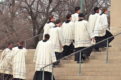 В США нашли еще сотни священников-развратников