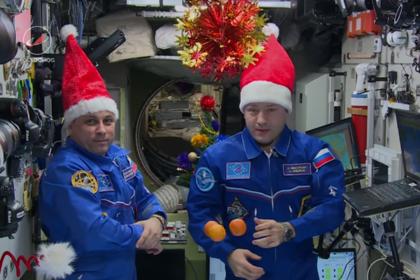 Космонавты украшают МКС перед наступлением 2018 года