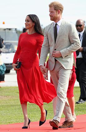 Меган Маркл с принцем Гарри прибыли в столицу Тонга Нукуалофу