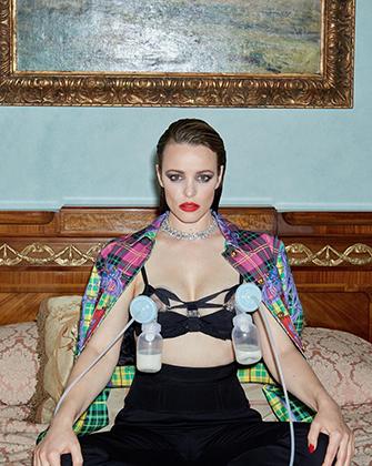Голливудская актриса Рейчел Макадамс сфотографировалась с  молокоотсосами на груди для журнала Girls. Girls. Girls.