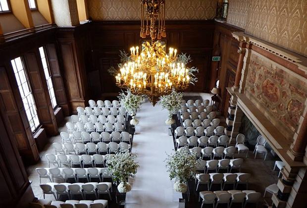 Сейчас Эддингтон — любимая площадка для свадеб обеспеченных британцев. В том числе и из числа мигрантов. Здесь сыграли свадьбы сразу несколько богатых индийский и китайских семей. На фото Главный зал, построенный уже после продажи дворца.