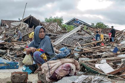Число жертв цунами в Индонезии достигло 280 человек