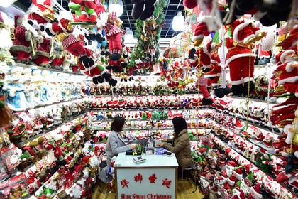 «Рождественские репрессии» в Китае привели к исчезновению елок и игрушек
