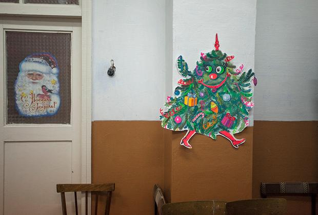 Праздник приходит в детсад в Каргополе, Архангельская область, декабрь 2011. <br> <br> Новогодние декорации в одном из детских садов города.