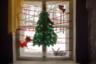 Тверская область, декабрь 2016 год. <br> <br> К Новому году дети украсили своими поделками окно дома культуры в Лихославле.