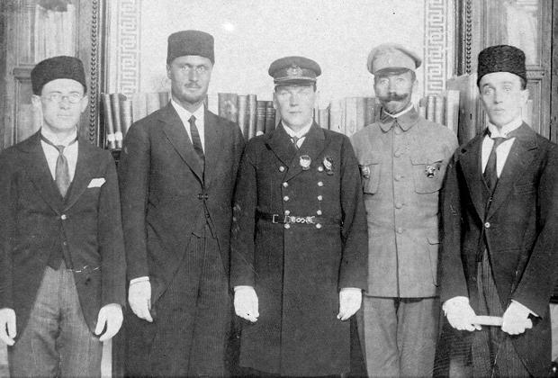 Федор Раскольников (в центре) в 1919-1920 годах — командующий Волжско-Каспийской военной флотилией