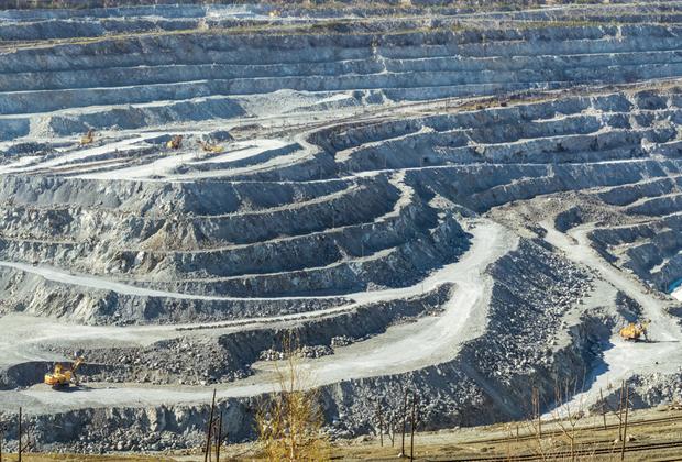 Баженовское месторождение хризотил-асбеста (Свердловская область) – одно из крупнейших в мире.
