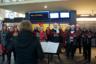 В канун рождества можно увидеть и послушать хоры и оркестры в самых разных местах города. Например, на городском вокзале.