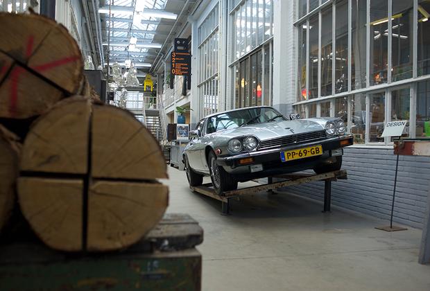 В старом здании компании Phillips расположилась студия-фабрика известного дизайнера Пита Хайн Эйка.