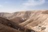 Без профессионального проводника и гида в Иудейскую пустыню лучше не ходить: каменистые, поросшие колючкой холмы неотличимы друг от друга и в них легко заблудиться. Хотя в холмах проложены дороги и тропы, сбиться с пути можно даже днем, а в сумерках или ночью путешествовать в одиночку и вовсе очень рискованно. Зимой переход по пустыне вполне комфортен, а летом трек в Мар-Сабу проходит вечером и ночью: туристы берут с собой фонари.