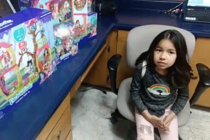 Воздушный шарик с письмом перелетел границу и принес девочке подарки