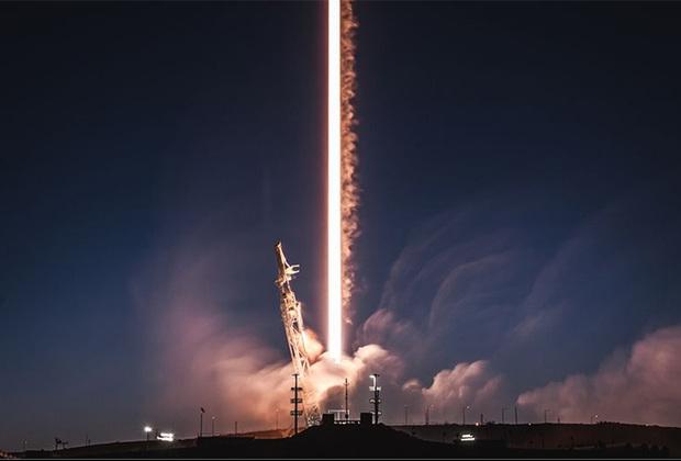 SpaceX продолжает доминировать на рынке коммерческих космических полетов, совершая успешные запуски и не менее успешные приземления. В феврале компания вывела на орбиту радар и два спутника Starlink, предназначенные для создания высокопроизводительного глобального интернета.