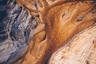 Три года рекордной засухи в Южной Африке заставили администрацию Кейптауна всерьез задуматься о том, чтобы отключить городской водопровод. Фотограф Кельвин Траутман (Kelvin Trautman) запечатлел масштабы бедствия, сделав снимок опустевшего водохранилища у верхней плотины Стинбрас.