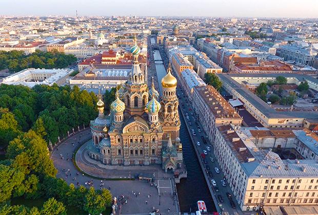 Главным соперником Москвы в борьбе за сердца иностранных туристов по-прежнему остается Санкт-Петербург, а вот за кошельки россиян столице приходится бороться с Краснодарским краем.