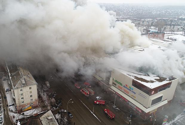 Пожар в здании торгового центра «Зимняя вишня» в Кемерово
