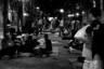 Французский документалист с образованием философа и соцработника Сильван Жорж свои картины снимает исключительно на острие социальной жизни страны — в предыдущей, например, он три часа импрессионистской, подвижной черно-белой камерой и диалогами исключительно с беженцами создавал образ знаменитого лагеря для мигрантов «Джунгли» в Кале. В «Париже» ареной столкновения смыслов, судеб и образов Жоржа становится уже столица — причем режиссер выстраивает свое кино не на банальностях сюжетов или пошлых закадровых комментариях, а на одной только работе камеры и доверии согласившихся войти в ее видоискатель героев. К тому моменту, как самый заметный из них, бомж-гвинеец Мухамад в финале вдруг продемонстрирует солидные навыки рэпера, Жорж уже успеет своими парижскими рифмами свести в параллель две живых раны города: разогнанный властью городок мигрантов и сведенный яростью к власти многотысячный митинг против роста цен на бензин. Праздник? Глазами камеры Жоржа Париж точно таковым выглядит. Вопрос в том, свадьба это или похороны.