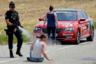 Французская полиция разгоняет фермеров, которые прервали велогонку «Тур де Франс». Фермеры забаррикадировали трассу тюками сена, требуя вернуть департамент Од в список благоприятных регионов для животноводства, откуда он ранее был исключен. Протестующие опасались, что потеряют субсидии от государства и Евросоюза. <br> <br> Фотограф Reuters следовал за велогонщиками на мотоцикле и уже было отчаялся найти удачный кадр. Как вдруг он увидел на дороге стадо овец, боевитых фермеров и полицию. Корреспондент быстро спрыгнул с мотоцикла и вооружился фотоаппаратом.  <br> <br> «Когда я подошел ближе, я быстро почувствовал напряжение: фермеры были там со своим скотом и тракторами, чтобы устроить демонстрацию, а не наблюдать за гонщиками. Я понял, что они собираются блокировать гонку», — сообразил фотограф.