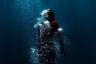 Австралийский фотограф Хайнке Криэль на своих снимках раскрывает зрителю свет с неожиданной стороны. Он попытался передать свой взгляд на мир из-под толщи воды и перенести всех вместе с собой на глубину.