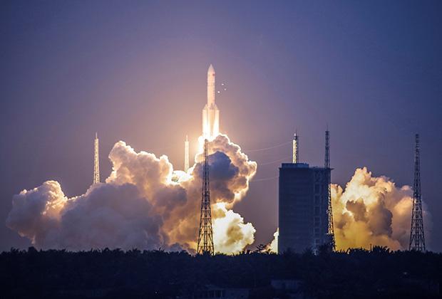 Пуск первой китайской тяжелой ракеты Long March 5