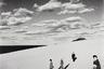 В своих снимках Уэда объединяет сюрреалистичные композиционные элементы и реалистическую документацию японского пейзажа. Почти все свои снимки фотограф сделал в пределах 350 километров, окружающих его родную префектуру Тоттори. Местные песчаные дюны он считал идеальным фоном для своих портретов, в том числе групповых, часто сделанных в квадратном формате и почти всегда — вплоть до самых поздних этапов карьеры — сделанных на черно-белую пленку.