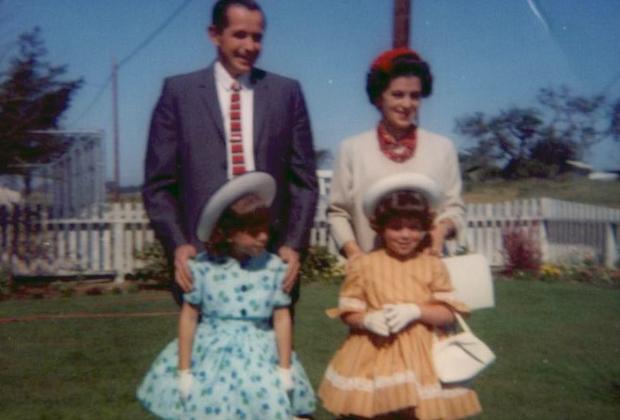 Дуглас Гренстед вместе с женой Барбарой и двумя дочерьми: Бет (слева) и Линн (справа)