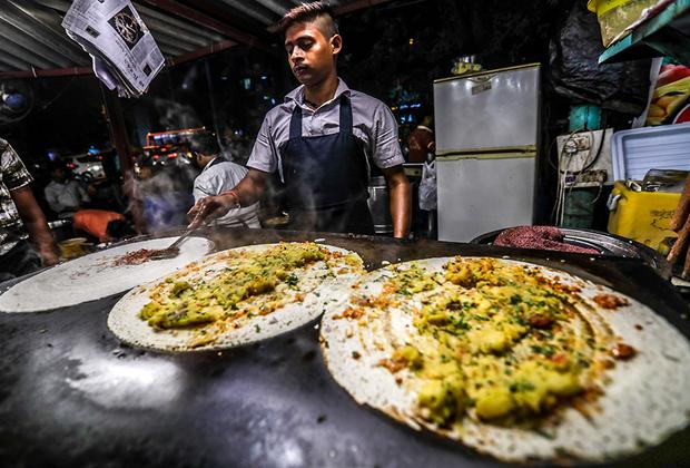 Некоторые блюда популярны сразу в нескольких странах Азии. Например, масала доса —лепешки с картофельной начинкой. Их можно найти в Южной Индии, Малайзии и Сингапуре. Словом «доса» в регионе называют вообще любую лепешку из муки грубого помола, приготовленную  на чугунной сковородке. Мука может быть как пшеничной, так и рисовой, кукурузной или нутовой.
