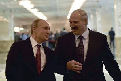 Лукашенко подарил Путину на Новый год четыре мешка картошки